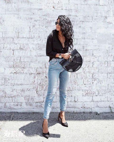 牛仔裤+黑色衬衫+黑色竹篮包