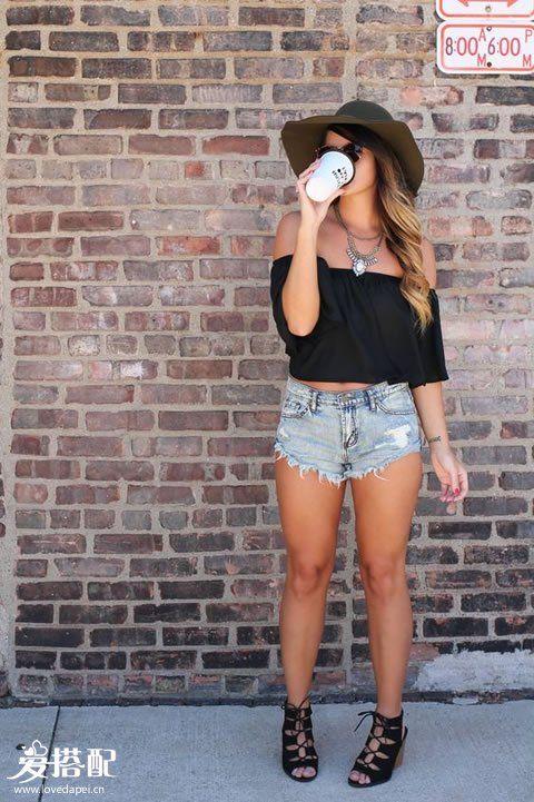 黑色一字肩Crop Top+破洞牛仔短裤+黑色系带凉鞋