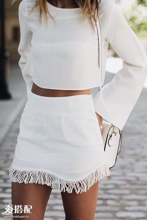 白色流苏短裙+白色长袖Crop Top