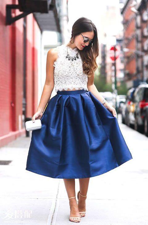 白色蕾丝Crop Top+蓝色阔摆裙+裸色踝带凉鞋